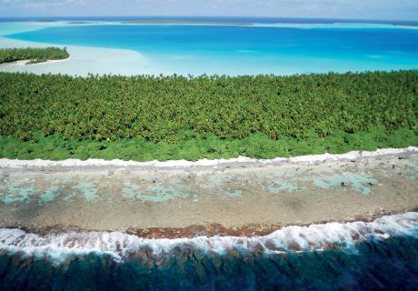 Atoll des Tuamotu. © Raymond SAHUQUET