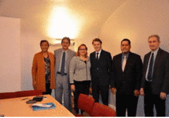 La délégation d'élus municipaux polynésiens en compagnie de M. François BAROIN, président de l'AMF. Celui-ci a réaffirmé son souhait de se rendre en Polynésie au cours du second trimestre de l'année 2016.